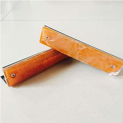 订购铁支架长方形轮廓标